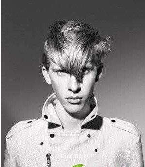 男生斜刘海发型图片 好看的男生发型设计