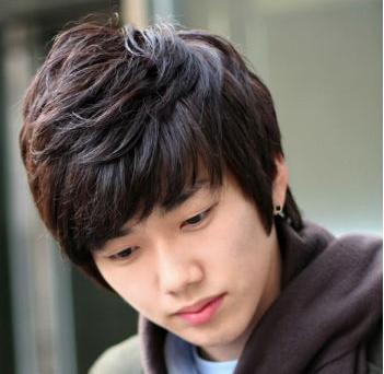 最新流行什么发型 2012将继续流行的韩式男生发型