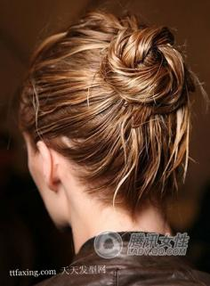长头发如何盘发好看?最时尚的流行美盘发图片