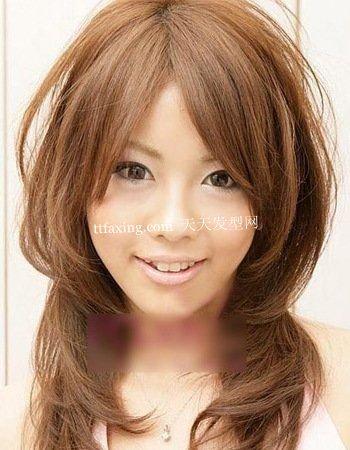 日本今年最流行的六款中长卷发发型真的很有女人味