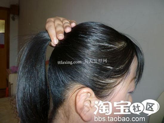 非常简单实用的长直发花苞头的扎法