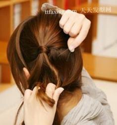 3步使你的发型充满立体感 可爱小马尾(组图)