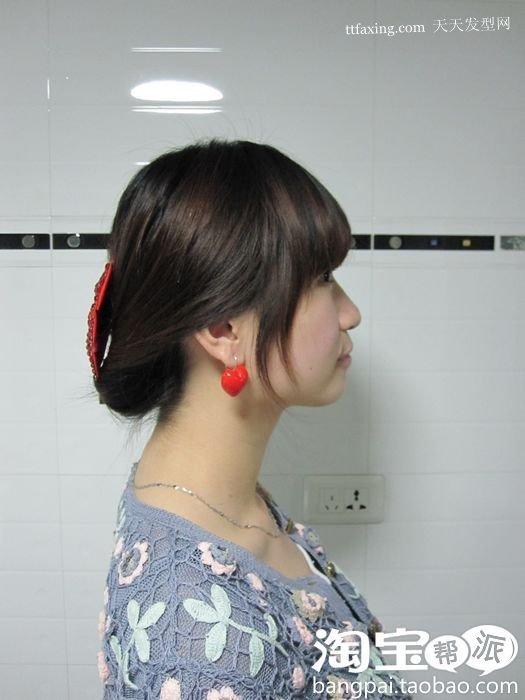 卷发怎么扎马尾好看 马尾辫的扎法图解
