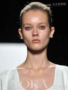 2012年最新烫发发型 女生纹理烫