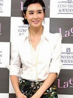 婚礼典礼发型总动员韩女星大爱脸型卷发
