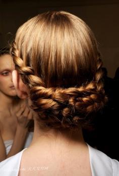 美翻冬季简单盘发发型领略发型魅力