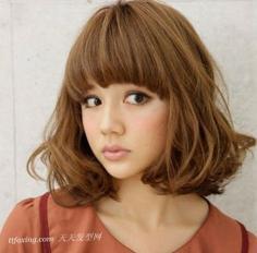 甜美减龄短发发型提升甜美度
