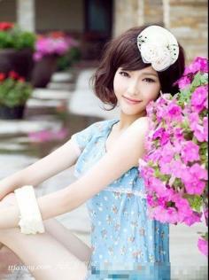 别致鲜花发饰 打造美艳新娘浪漫发型