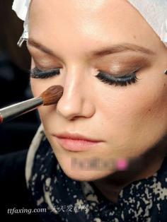 化妆刷上妆 让你升级至in面庞
