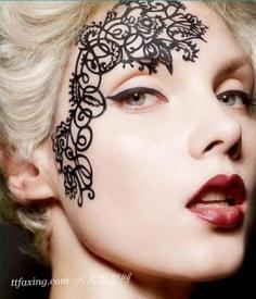 最酷眼妆你没见过 眼部蕾丝贴纸妆容