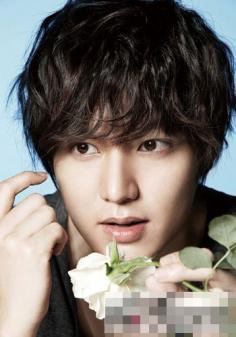 青春帅气男生齐刘海发型图片 韩星展示发丝也有魔力
