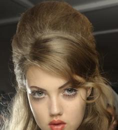 T台百变发型自己做 轻松点亮发丝魅力