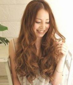 5款中分卷发发型图片推荐 彰显轻熟女清新自然美