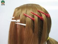 中长发发型扎法图解 完美动感活力十足