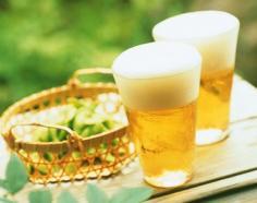 教你怎样用啤酒去头屑 见识啤酒不可小觑的护发功效