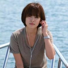 女生齐刘海短发发型图片 轻松让你散发清新小女人气质