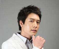 韩式男生短发烫发发型 展现与别不同的气质风范