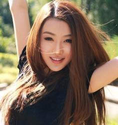 清纯女生长直发发型图片 展现十足的淑女气质