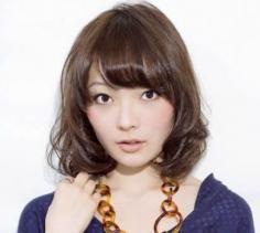 大脸女生短发发型图片 气质减龄双管齐下