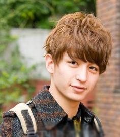 男士烫发发型图片 刘海发型让宅男变型男不是梦
