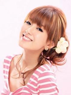 甜美简单的韩式盘发图解 韩式花朵盘发魅力十足