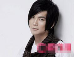 男生斜刘海直发发型图片 寻找夏季最流行的男生发型