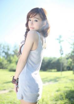 最新阳光性中发卷发发型图片 时尚发型为你展现出迷人的魅力