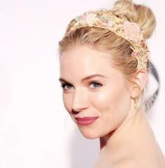 最新流行的团子头发型图片欣赏 拒绝俗套玩转时尚
