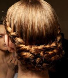 5款时尚日常简单盘发发型 让你散发出迷人的魅力