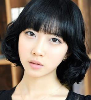 黑色中长发梨花头发型推荐 演绎浪漫纯色发型系列