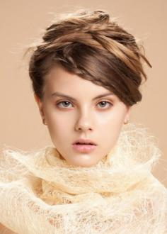 八款中长发简单编发发型 秋季散发你的柔情魅力