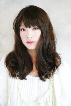 斜刘海梨花头发型图片 清新自然不失时尚感
