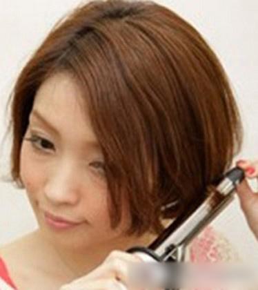 短发斜刘海编发图解 赶走一成不变的乏味发型