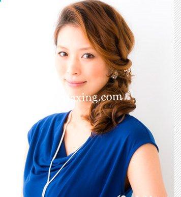 日系发型来袭 做优雅时尚轻熟女