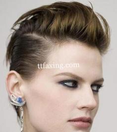 莫西干发型女 搞怪潮人挑战心动莫西干发型