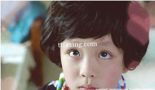 男孩发型 上面多花心思.小男生锅盖头和短卷发,都是现在时 高清图片