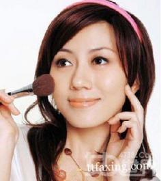 化淡妆技巧盘点 打造清透自然底妆
