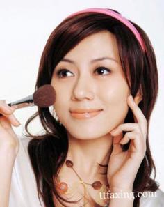 区分粉底液和粉饼的区别 打造立体迷人小脸