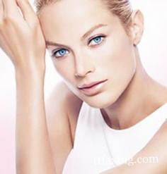 卸妆水怎么用效果最好 让肌肤不再粗糙