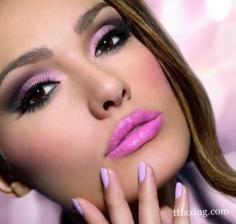 不同肤质肤色 如何挑选定妆粉饼?