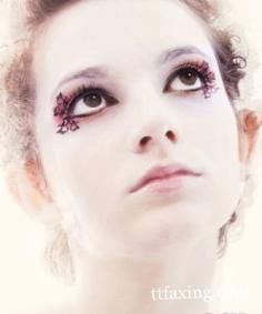 教你如何粘贴假睫毛 睫毛纤长变身大眼MM