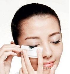 防水睫毛膏怎么卸最正确 正确方法才能保护睫毛不受损