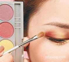 推荐一款复古红唇妆的画法 教你打造金秋的性感范