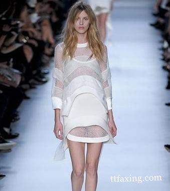 法国时装表演透明装盛宴 突破你的视觉效果就在此刻