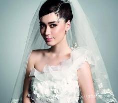 新款新娘盘发造型设计 让你在婚礼上端庄而优雅