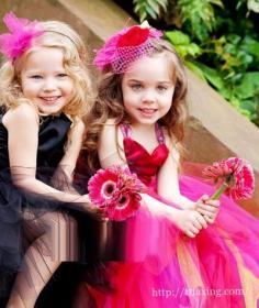婚礼花童发型大推荐 各种创意头饰为婚礼增添纯真童趣