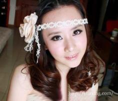 韩式新娘优雅盘发 最新新娘发型趋势