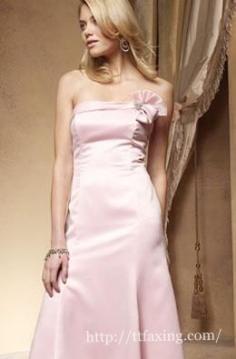 当伴娘穿什么衣服合适 让你的礼服洋溢大爱