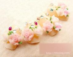 赏析新娘美甲图案大片 适合新娘的粉嫩花样美甲