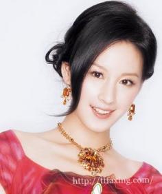 伴娘无刘海的发型大推荐 打造无刘海的婚礼绿叶